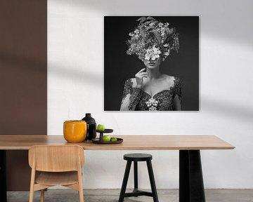 Dahlia II – The Grey Edition van Marja van den Hurk