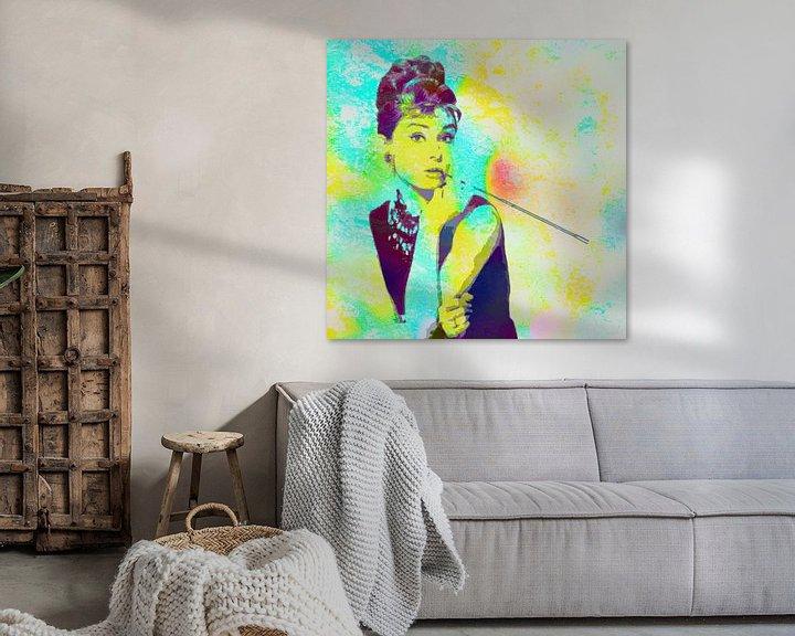 Beispiel: Audrey Hepburn - Frühstück bei Tiffany's Vector Art Portrait in Blau, Grün, Orange von Art By Dominic