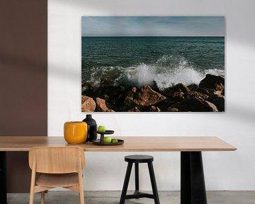 Hoge golven op Ilha do Farol, Algarve Portugal van Manon Visser