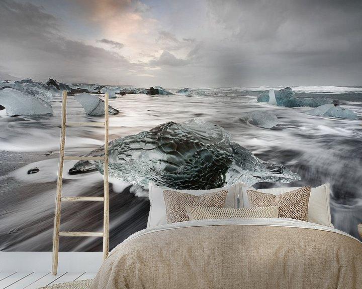 Beispiel fototapete: Eisblock am schwarzen Strand von Ralf Lehmann
