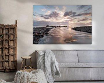 Zonsondergang met rivier en drijfhout van Ralf Lehmann