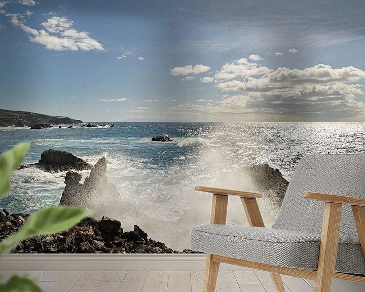 Beispiel fototapete: Gischttropfen einer Welle am Steinstrand von Ralf Lehmann