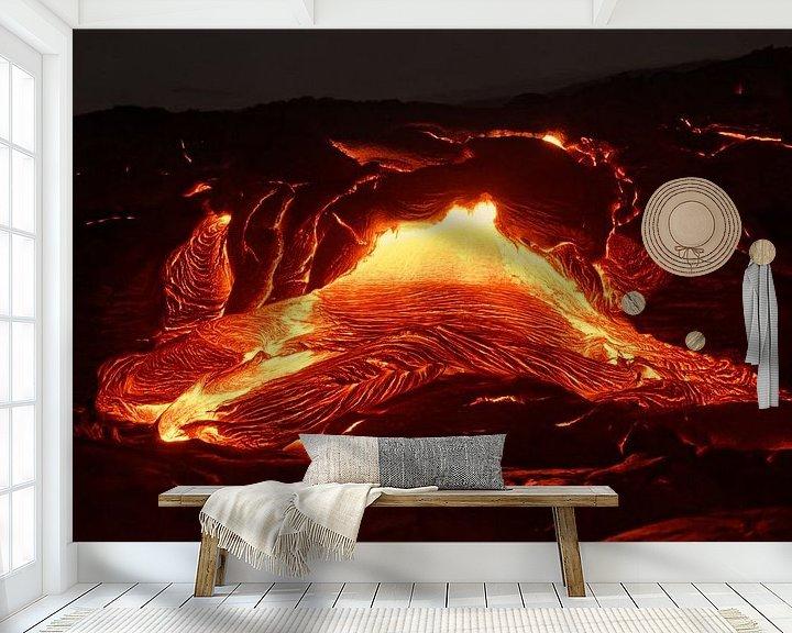 Beispiel fototapete: Details eines aktiven Lavastroms, heißes Magma tritt aus einer Erdspalte aus von Ralf Lehmann