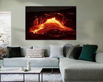 Details van een actieve lavastroom, heet magma dat uit een spleet tevoorschijn komt van Ralf Lehmann