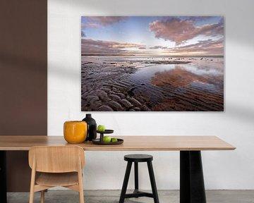Kustlandschap met zandribben en gekleurde wolken van Ralf Lehmann