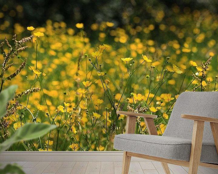 Sfeerimpressie behang: Gele droom. van Jim van Iterson