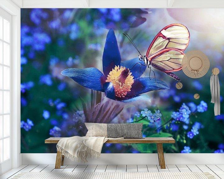 Beispiel fototapete: Schmetterling in Weiß auf Blume in Blau von Atelier Liesjes