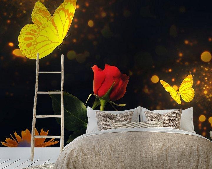 Beispiel fototapete: Goldene Schmetterlinge besuchen eine rote Rose von Bert Hooijer