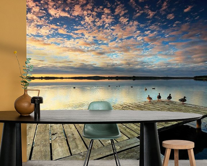 Beispiel fototapete: Steg mit Enten im Sonnenuntergang von Frank Herrmann