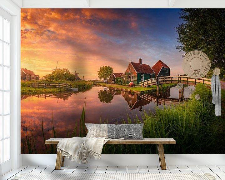 Sfeerimpressie behang: Kleurrijke zonsondergang Zaanse Schans van Albert Dros