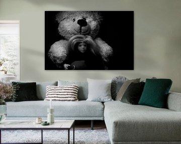 Spielzeug: Teddybär, Puppe und ein Badeentchen. von Margreet van Tricht