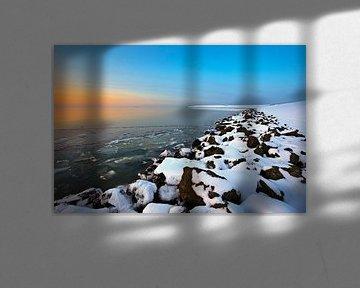Bevroren Waddenzee tijdens zonsondergang van Peter Bolman