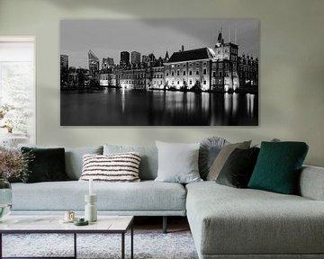 Den Haag Hofvijver am Abend schwarz-weiß von Marjolein van Middelkoop
