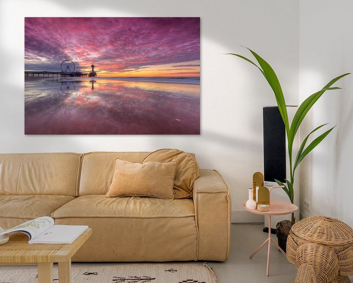 Sfeerimpressie: Scheveningen Noorderstrand met Pier en Reuzenrad en prachtig avondrood van Rob Kints