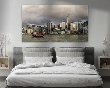 Donkere wolken in Hong Kong. van Claudio Duarte