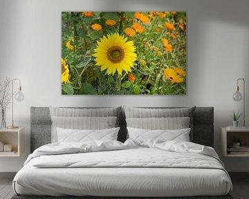 Frühlingsgarten mit Sonnenblumen und Ringelblumen von Ger Beekes
