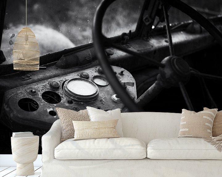Beispiel fototapete: Lenkrad und Fahrerhaus Urbex-Lkw schwarz-weiß von Ger Beekes
