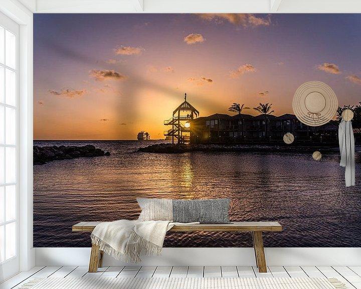 Sfeerimpressie behang: Zonsondergang bij Avila Beach in Curacao van Joke Van Eeghem
