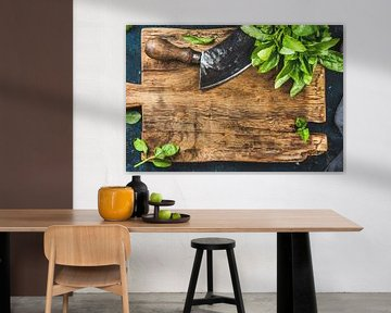 12091585 Verse basilicum op een rustieke houten snijplank van BeeldigBeeld Food & Lifestyle