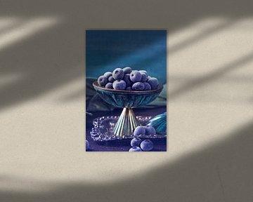 12549285 Blauwe bessen op een vintage zilveren schaal van BeeldigBeeld Food & Lifestyle