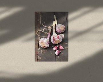 11397847 Knoflookbolletjes op een rustieke houten tafel van BeeldigBeeld Food & Lifestyle