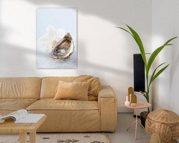 00961832 Verse oester met parel en witte orchidee van BeeldigBeeld Food & Lifestyle