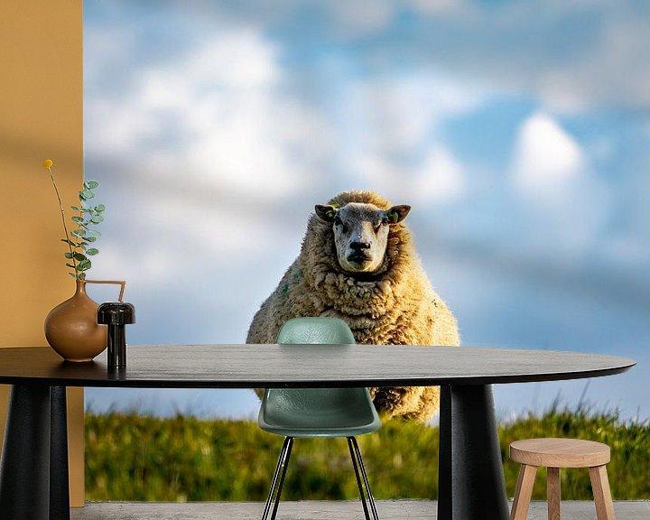 Sfeerimpressie behang: Moeder schaap Texel van Texel360Fotografie Richard Heerschap