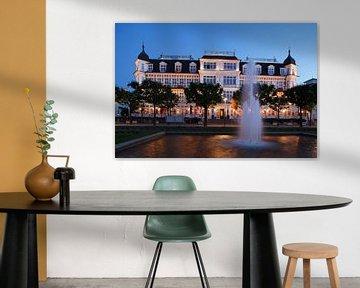 Hôtel Ahlbecker Hof au crépuscule, Ahlbeck, île Usedom, Mecklembourg-Poméranie occidentale, Allemagn sur Torsten Krüger