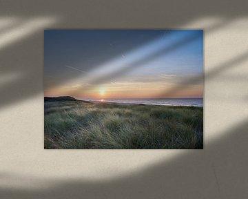 Duinen met ondergaande zon van Sjoerd van der Hucht