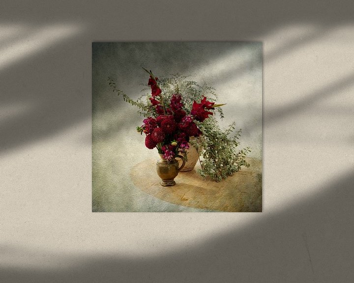 Sfeerimpressie: Stilleven met Rode Bloemen van Guna Andersone