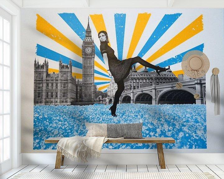 Sfeerimpressie behang: London Stride, 2018, Screenprinting van Anne Storno