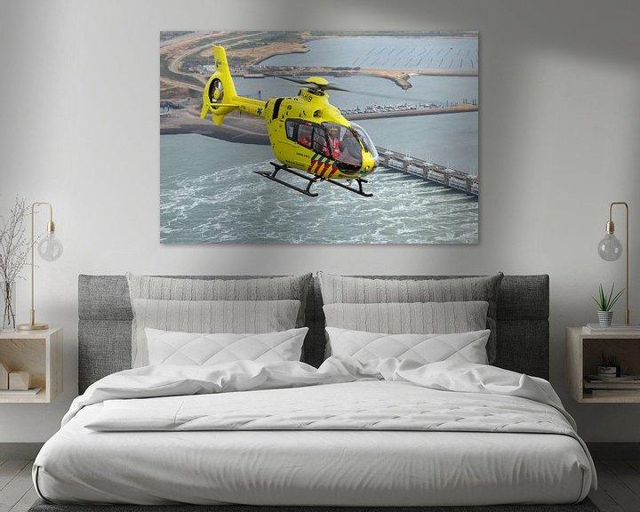 Sfeerimpressie: Traumahelikopter boven de Oosterscheldekering van Jimmy van Drunen