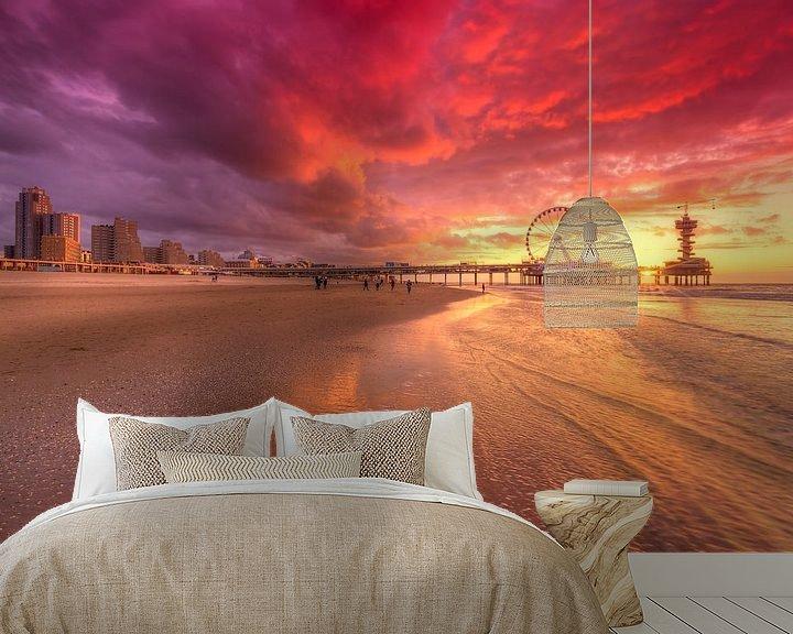 Sfeerimpressie behang: Scheveningen Pier en Reuzenrad tijdens Zonsondergang van Rob Kints