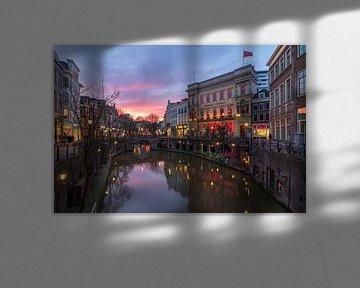 Zonsondergang boven de Oudegracht in Utrecht van André Russcher
