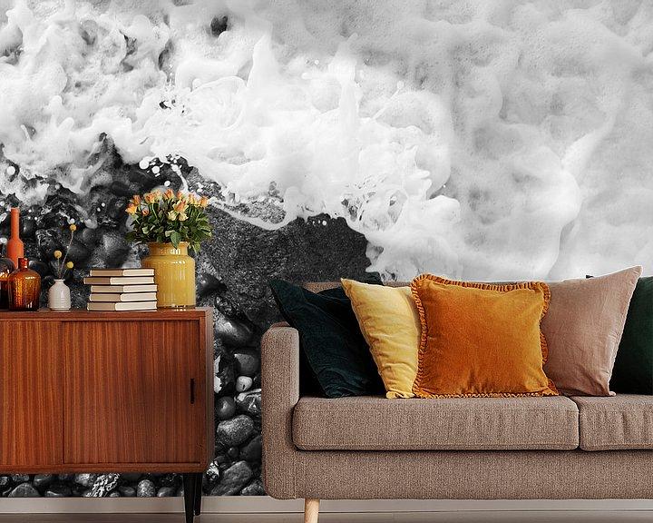 Beispiel fototapete: Felsen in der Brandung, fotografiert von oben schwarz-weiß von Jörg Hausmann