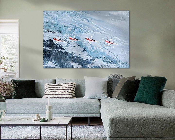 Sfeerimpressie: Patrouille Suisse passeert een gletscher op het Eiger massief van Martin Boschhuizen