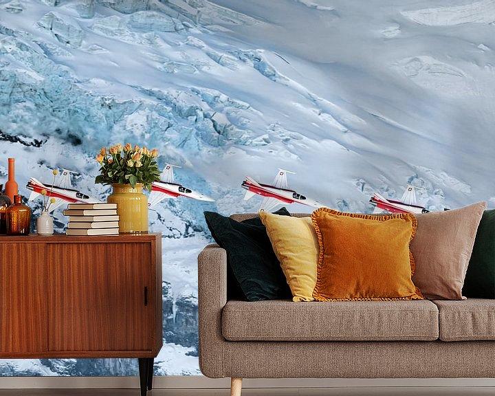 Sfeerimpressie behang: Patrouille Suisse passeert een gletscher op het Eiger massief van Martin Boschhuizen