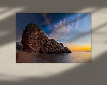 Paysage nocturne (coucher de soleil), un nid bleu foncé avec des étoiles, une bande rouge de l'aube  sur Michael Semenov