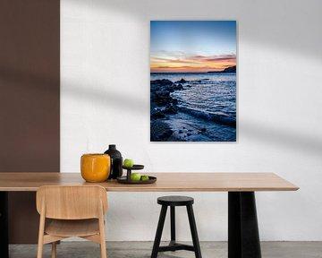 Zee bij kleurrijke zonsondergang van Joke Van Eeghem