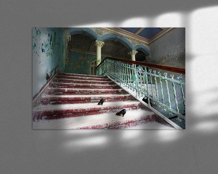 Impression: Escalier délabré dans un bâtiment abandonné sur Frank Herrmann