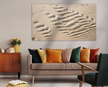 het patroon van het weer laat deze herinnering achter in het zand van Studio de Waay