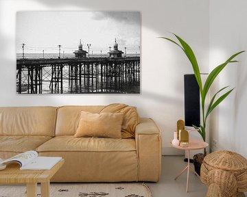 Pier in Blackpool, Engeland. Zwart-wit. van Erik Juffermans