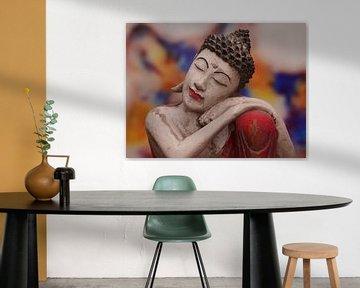 Bouddha inspiré, zoomé dans une splendeur colorée sur Excellent Photo