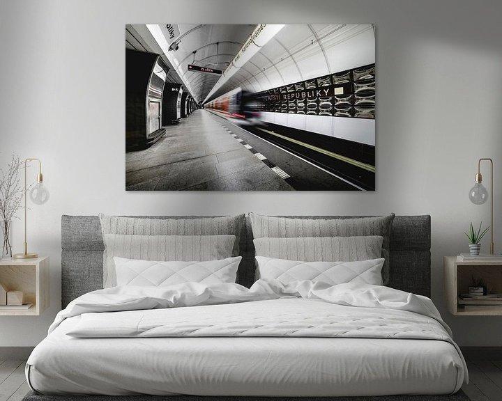 Beispiel: U-Bahn-Tunnel in Prag, in der Tschechischen Republik mit fahrenden Zügen von Atelier Liesjes