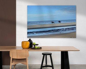 Pferde am Strand. von Kim De Sutter