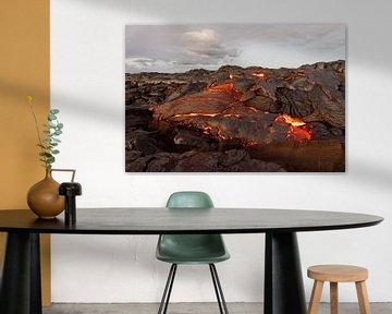 Hawaii - Lava komt uit een spleet tevoorschijn van Ralf Lehmann