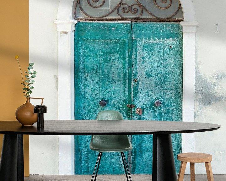 Sfeerimpressie behang: Closed door in beautiful Toscane van Aminda