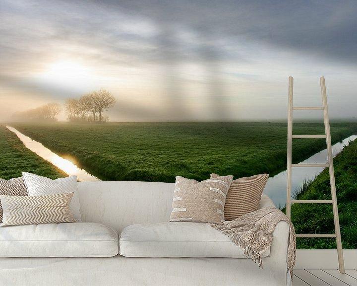 Sfeerimpressie behang: Uitgestrektheid van een  Hollandse polderlandschap tijdens zonsopkomstt van Arthur Puls Photography