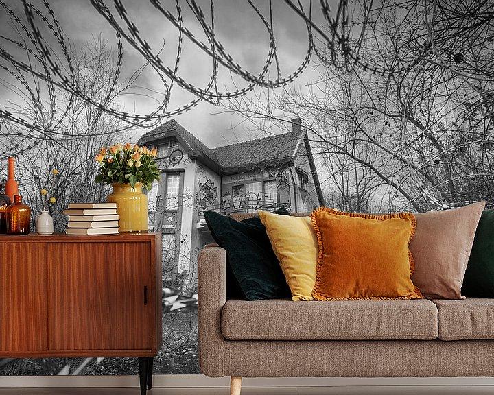 Sfeerimpressie behang: Verlaten villa van Mark Bolijn