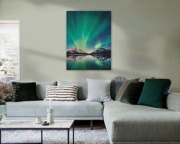 Noorderlicht met bergen, zee, sterren in Scandinavië van Hendrik Jonkman